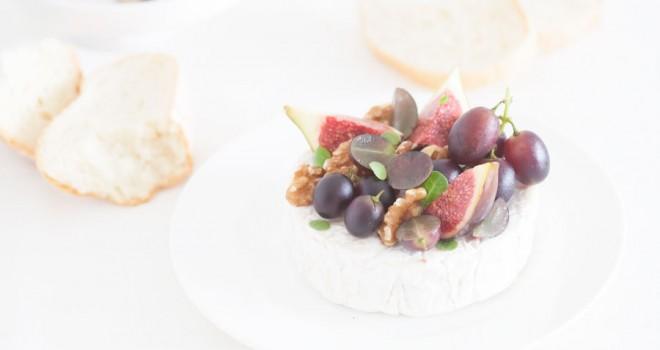 Camembert con higos y uvas