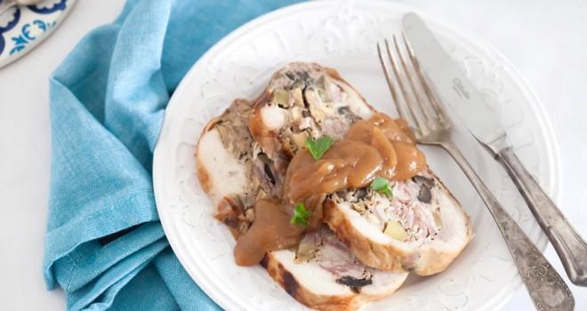 Pollo relleno con salsa de membrillo